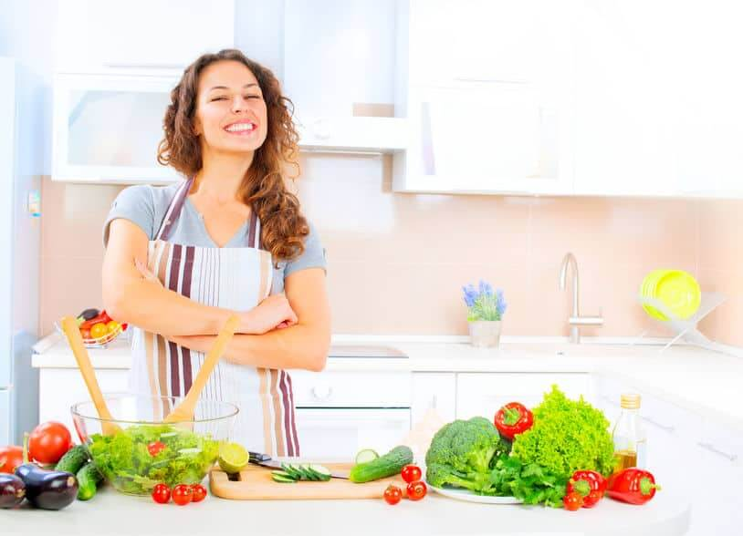 cuisinière heureuse